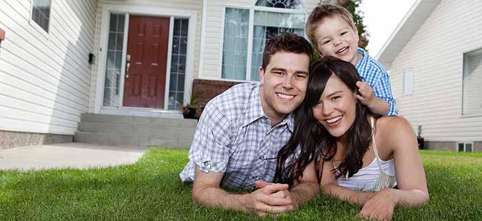 pennsylvania-family-infront-of-house